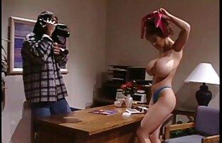 زیبایی قرار داده و در لباس زیر زنانه توری و جوراب ساق بلند برای ریخته کانال سکسی نیوشا گری